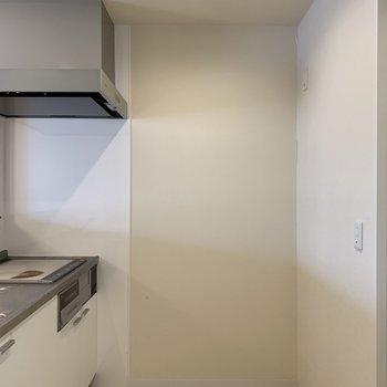 冷蔵庫スペースもありますよ♪ホワイトな清潔感のある空間です※写真は内装前のものです