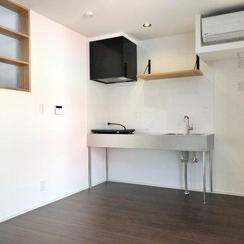 【LDK】ステンレスのキッチンが美しい。