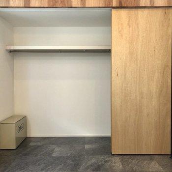 【Room】衣類の他、家電なども収納できそうです。