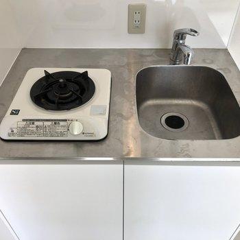 コンパクトなキッチンは洗い物をこまめに。