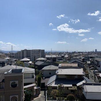 周りに高い建物がなく、眺望は抜けていました(*写真は別部屋のものになります)