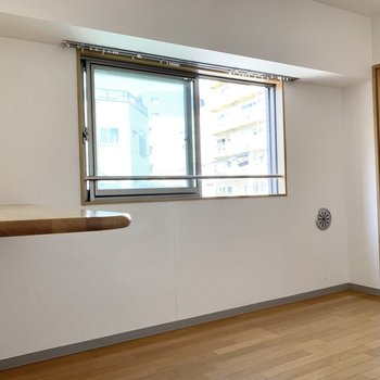 【LDK】リビングにも窓が付いてます。風通し◯