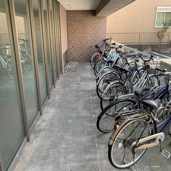 自転車置き場もありますよ。