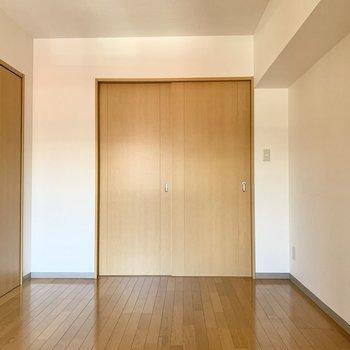 【洋室】全体的に長方形の形をしています。
