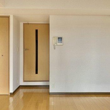 非常にシンプルなデザイン※写真は5階の同間取り別部屋のものです