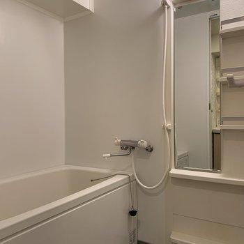ラックが便利そうです※写真は5階の同間取り別部屋のものです