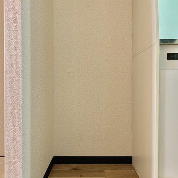 冷蔵庫は左側にどうぞ※写真は5階の同間取り別部屋のものです