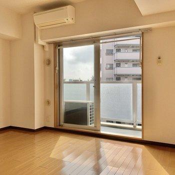 横長な居室※写真は5階の同間取り別部屋のものです