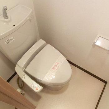 トイレもしっかり独立で落ち着くサイズ感です※写真は5階の同間取り別部屋のものです