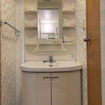 独立洗面台で朝もらくちん※写真は5階の同間取り別部屋のものです
