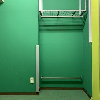 ヘルメットやウェアも置いておけますね※写真は5階の同間取り別部屋のものです
