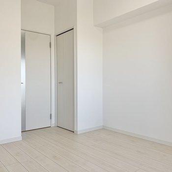 クローゼットはドア横にあります。※写真は9階の同間取り別部屋のものです