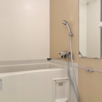 浴室乾燥機付きです。※写真は9階の同間取り別部屋のものです