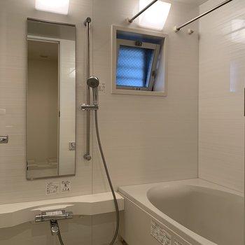 浴室乾燥機・追焚付きの浴室。