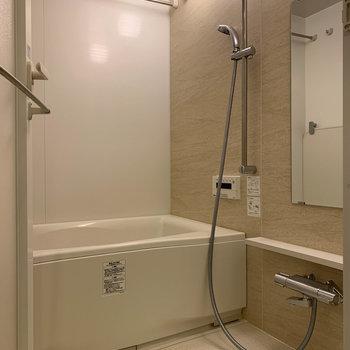 浴室乾燥や暖房がついています。