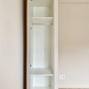 【洋室5帖】収納スペースがあります。カバンなども収納できそうです。