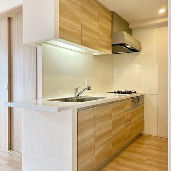 【LDK】洗練されたデザインのキッチン。