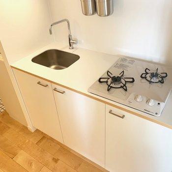 キッチンはガスコンロ式!お料理もしやすい設計です◎