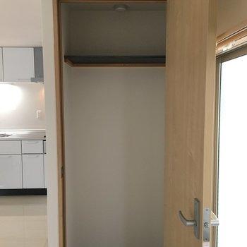 収納はコンパクトなので、お部屋に見せる収納を。