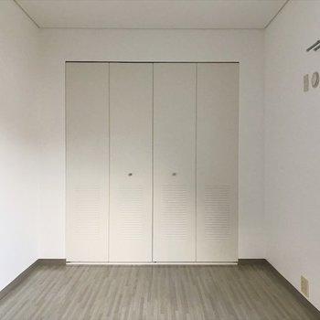 2階の洋室】学校のロッカーみたいなクローゼット◎