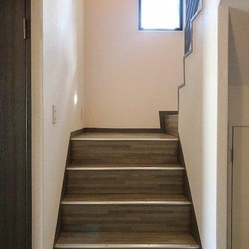 階段で上の階に。
