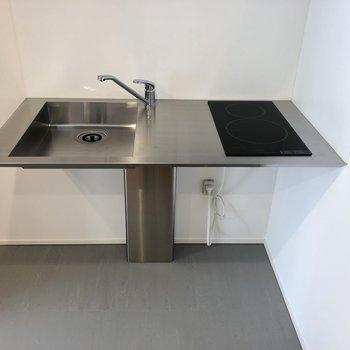 【DK】スッキリしたキッチン。左に冷蔵庫を置けます。