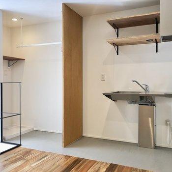 【DK】洗濯機置場のすぐ上に物干しポールがあるという好動線。