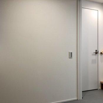 右手の扉が水回りになります。