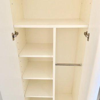 傘も収納できるシューズボックスです。※写真は5階の同間取り別部屋のものです