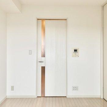 【洋室①】廊下と洋室の間にも扉があります。※写真は5階の同間取り別部屋のものです
