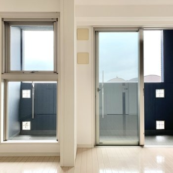 洋室①からバルコニーへ出られます。※写真は5階の同間取り別部屋のものです