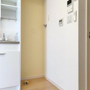 キッチンの右側は洗濯機置き場です。