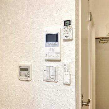 リモコンやスイッチ類は1箇所にまとまっていました。