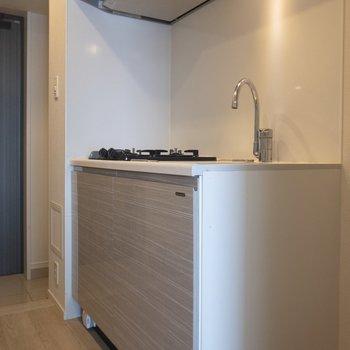 キッチンの横には、冷蔵庫が置けますよ※写真は前回募集時のものです