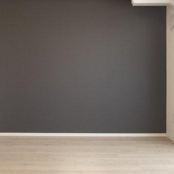 黒のアクセントクロスで、部屋をモダンに※写真は前回募集時のものです