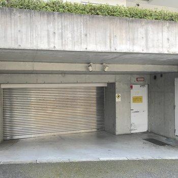 駐車場もあるお部屋です。車の高さを事前にご確認ください。