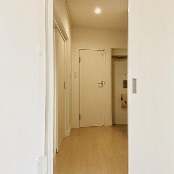 廊下に出てみます。