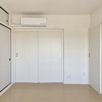 【洋室】シンプルな間取りなので家具の配置も楽しめそう。