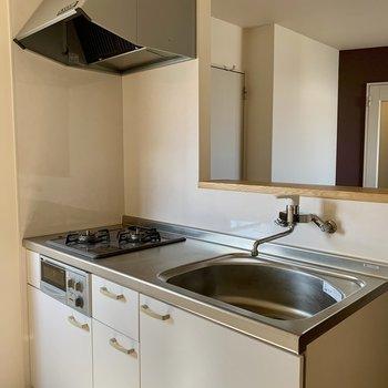 キッチンは二口ガスコンロ+グリル