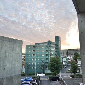 空と西側は抜けているので、日差しはしっかり差し込んできますよ。