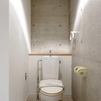 トイレがこれって素敵過ぎません……?コンセント付きなので、ウォシュレットが後付けできます。