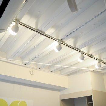 面白い天井だなぁ※写真は4階の同間取り別部屋のものです