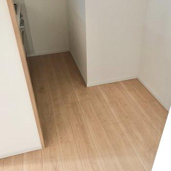 【LDK】キッチン後ろには冷蔵庫が配置できます。