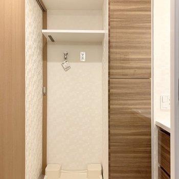 洗濯機置き場は洗面脱衣所にあります。※写真は5階の同間取り別部屋のものです