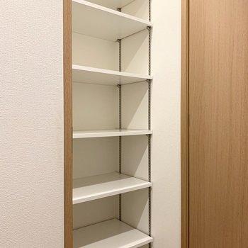 シューズボックスは高さ調節可能です。※写真は5階の同間取り別部屋のものです