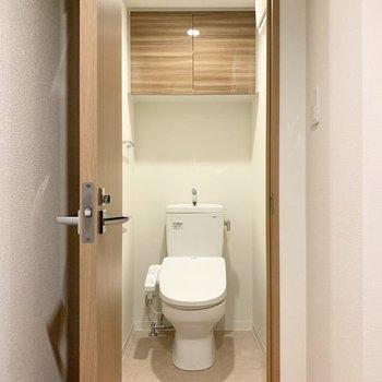 清潔感のあるトイレです。※写真は5階の同間取り別部屋のものです