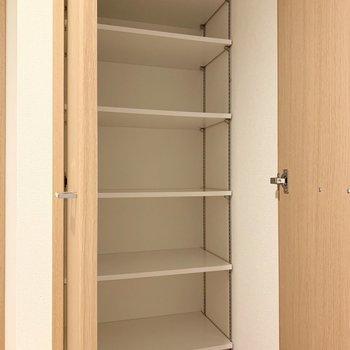 日用品のストックを入れるのに重宝しそうです。※写真は5階の同間取り別部屋のものです