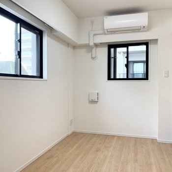 【洋室】2面採光で風通し良好です。※写真は5階の同間取り別部屋のものです