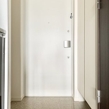 ゆとりのある玄関。※通電前の写真です