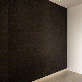 【洋室3帖】ゆっくりくつろげそう。※写真は9階同間取り別部屋、通電前のものです